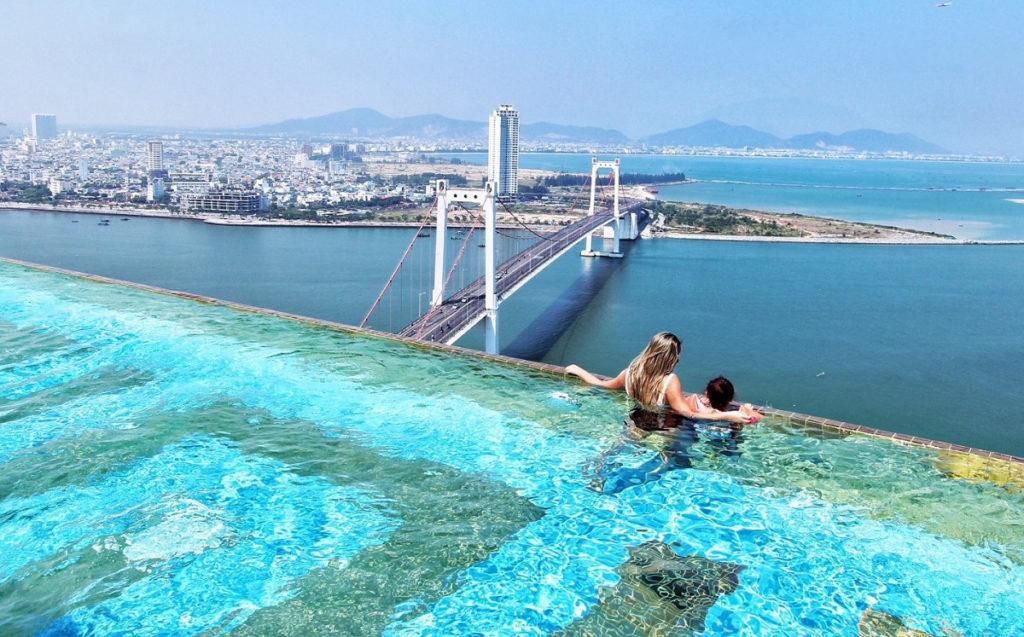 Đừng bỏ qua 4 hồ bơi vô cực khi đến nghỉ dưỡng khách sạn Đà Nẵng